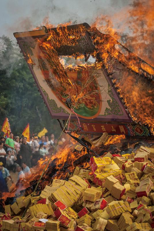 Shanxi Temple's Royal ship burns every 12 years.