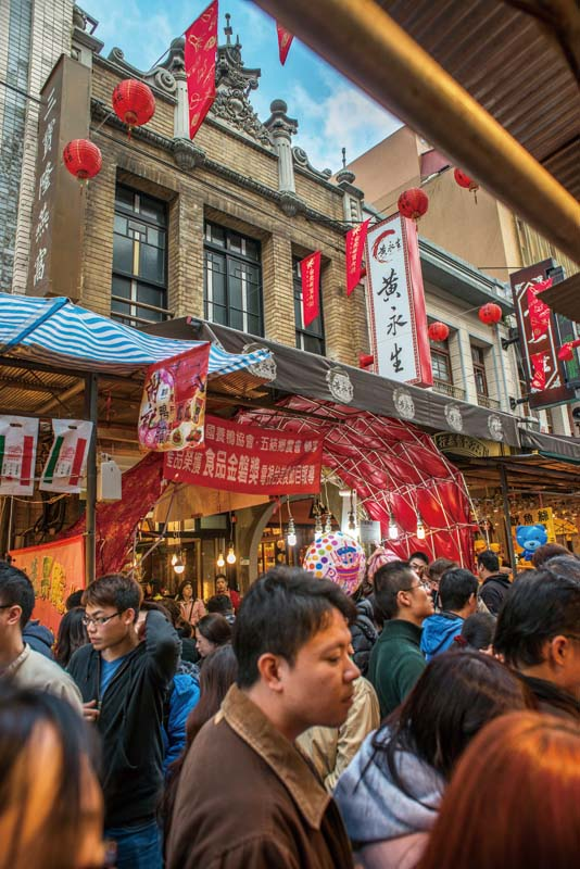 Bustling Dihua Street and its environs on the west side of Taipei make for a fascinating walking tour. (Photo: Chris Stowers)