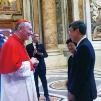 When in Rome - Vice President Chen Chienren (right) with Vatican State Councilor Palo Lin while attending the canonization ceremony of Mother Theresa. (Photo: CNA)